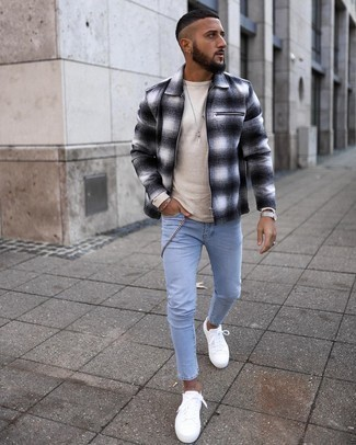 Beige Long Sleeve T-Shirt Outfits For Men: To put together a relaxed outfit with an urban spin, wear a beige long sleeve t-shirt and light blue skinny jeans. Ramp up this outfit by slipping into a pair of white canvas low top sneakers.