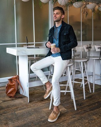 Navy Corduroy Shirt Jacket Outfits For Men: Master the casually sophisticated outfit in a navy corduroy shirt jacket and white chinos. Dial up this getup by rounding off with tan leather boat shoes.