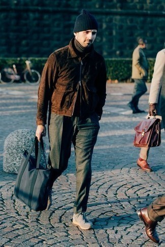 Dark Brown Turtleneck Outfits For Men: The formula for a cool laid-back look for men? A dark brown turtleneck with dark green chinos. Introduce a pair of grey athletic shoes to the equation to immediately kick up the cool of your look.