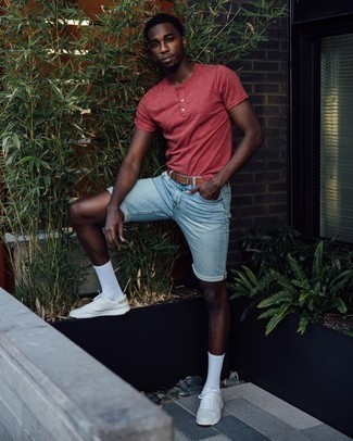 White Leather Low Top Sneakers Outfits For Men: This combo of a red henley shirt and light blue denim shorts delivers both comfort and confidence. This look is finished off really well with white leather low top sneakers.