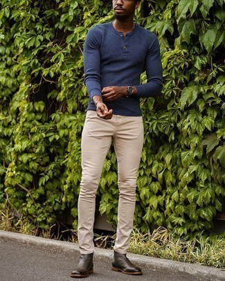 Henley Sweater Outfits: Consider wearing a henley sweater and beige skinny jeans if you wish to look neat and relaxed without too much work. Finishing with a pair of dark brown leather chelsea boots is an effortless way to give an extra dose of sophistication to your ensemble.