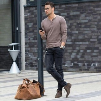 How to Wear a Brown Leather Holdall In Your 30s In Fall Casually For Men: This casual combination of a brown henley sweater and a brown leather holdall is a safe bet when you need to look stylish in a flash. Feeling transgressive? Change things up a bit by finishing off with a pair of dark brown suede desert boots. So as you can see, this ensemble is a really smart option, especially for in-between weather, when the temperatures are starting to drop.