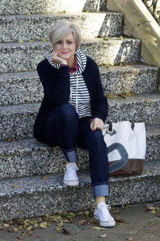 White Low Top Sneakers Outfits For Women After 60: Why not consider pairing a white and navy horizontal striped hoodie with navy jeans? As well as very comfortable, these items look incredible paired together. Add a pair of white low top sneakers to the mix and the whole outfit will come together brilliantly.