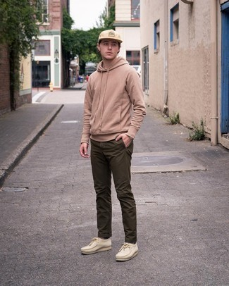 Beige Suede Desert Boots Outfits: Consider teaming a tan hoodie with olive chinos for an everyday look that's full of style and character. Beige suede desert boots are a simple way to add a confident kick to the ensemble.