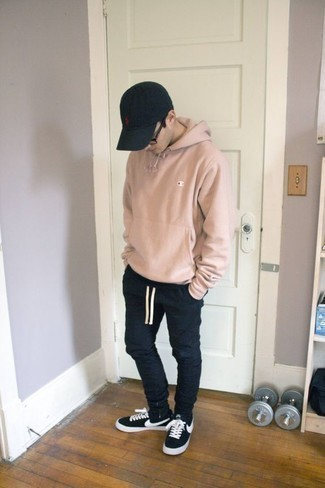 How to Wear a Black Baseball Cap For Men: Marrying a pink hoodie with a black baseball cap is an amazing choice for a laid-back and cool look. Black and white canvas low top sneakers are a simple way to power up your look.