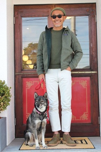 How to wear: olive hoodie, olive crew-neck sweater, white jeans, olive canvas desert boots