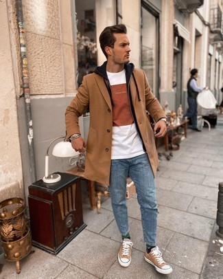 Hoodie Outfits For Men: Fashionable and comfortable, this casual combination of a hoodie and blue jeans provides with variety. If not sure about the footwear, go with a pair of tan canvas low top sneakers.