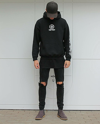 If you're searching for a silhouette that you can rely on on a day off, look no further than this combination of a black and white print hoodie and a Dolce & Gabbana men's Hats. Dark brown suede chelsea boots will add a touch of polish to an otherwise low-key look. You can be sure this outfit is ideal for fluctuating autumn weather.