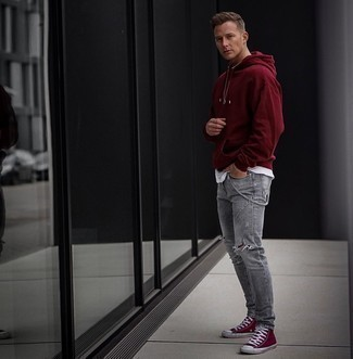 Charcoal Jeans Spring Outfits For Men: A burgundy hoodie and charcoal jeans are a nice pairing to carry you throughout the day and into the night. Rev up your ensemble by wearing burgundy canvas high top sneakers. So if you're on the lookout for a look that's seriously stylish but also feels entirely spring-appropriate, you found it.