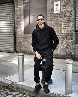 How to Wear Black Sweatpants In Fall For Men: Pair a black hoodie with black sweatpants for an easy-to-style look. When in doubt about what to wear in the footwear department, go with a pair of black athletic shoes. This combination is a pretty wonderful pick, especially for fall, when the temperature is getting lower.
