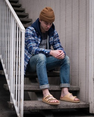 Brown Beanie Outfits For Men: This pairing of a navy hoodie and a brown beanie is a safe go-to for an incredibly cool ensemble. Tan leather sandals are guaranteed to give a sense of stylish effortlessness to your outfit.