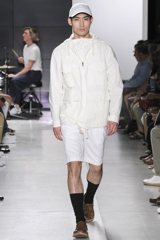 How to wear: white hoodie, white shorts, brown leather low top sneakers, white baseball cap