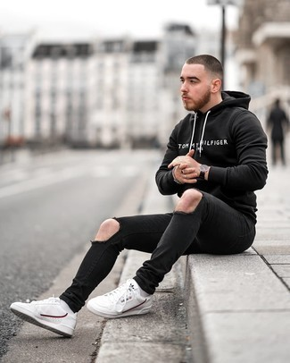 Black Ripped Skinny Jeans Outfits For Men: A black and white print hoodie and black ripped skinny jeans matched together are the perfect outfit for those dressers who prefer neat and relaxed combos. Add a pair of white leather low top sneakers to this ensemble to mix things up a bit.