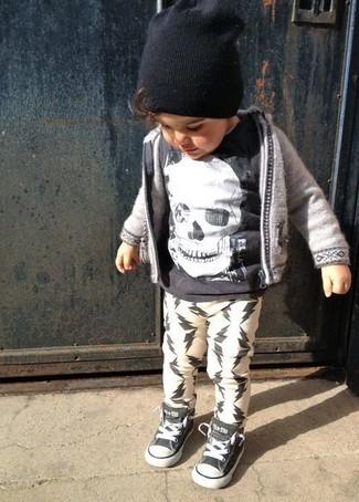 How to wear: grey hoodie, black t-shirt, white sweatpants, black sneakers