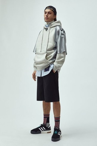 Black Sports Shorts Outfits For Men: Display your prowess in menswear styling by marrying a grey hoodie and black sports shorts for a modern casual look. To bring out a polished side of you, introduce a pair of black and white canvas low top sneakers to the equation.