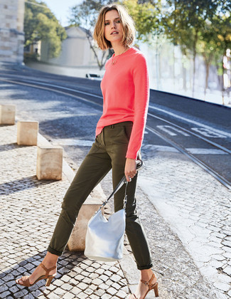 How to wear: hot pink crew-neck sweater, olive skinny jeans, brown leather heeled sandals, silver leather bucket bag