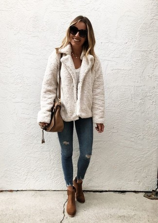 If you're hunting for a casual yet chic ensemble, team a white textured jacket with Dsquared2 Paint Splatter Londean Jeans. Both items are totally comfy and will look fabulous paired together. Why not introduce brown suede ankle boots to the mix for an added touch of style? A perfect example of transitional fashion, this look is ideal this spring.