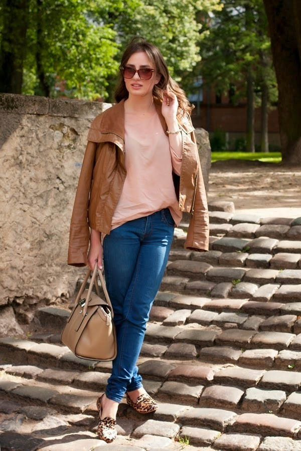 Light Brown Leather Jacket Outfits