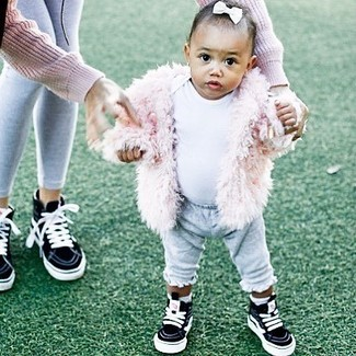 How to wear: pink fur jacket, white t-shirt, grey sweatpants, black sneakers