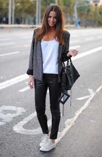 A grey tweed jacket and black leather leggings is a smart combination to add to your styling repertoire. This outfit is complemented perfectly with white low top sneakers.