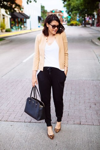 Dress in a jacket and black track pants for a standout ensemble. Round off this look with camel leopard suede ballerina flats.