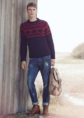 Cómo combinar: jersey con cuello circular de grecas alpinos azul marino, vaqueros azul marino, botas casual de cuero en marrón oscuro, mochila en beige