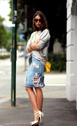 Cuero Cómo Zapatos De Combinar Vaquera Blancos Unos Con Tacón Desgastada Una Falda Lápiz fPrfZw