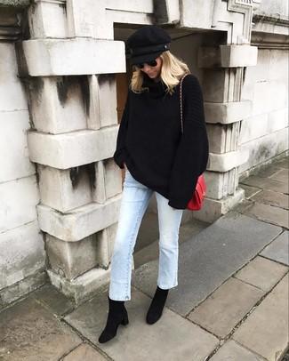 Elige por la comodidad con un jersey oversized de punto negro y una gorra inglesa negra. ¿Te sientes valiente? Opta por un par de botines de ante negros.