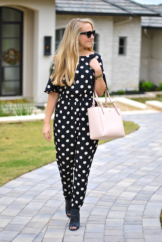 How to wear: black and white polka dot jumpsuit, black leather mules, pink leather tote bag, black sunglasses