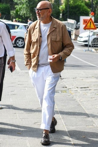 Men's Looks & Outfits: What To Wear In Spring: A khaki field jacket and white chinos are a cool pairing worth having in your off-duty styling collection. Dial up this whole ensemble by finishing off with dark brown leather derby shoes. It goes without saying that this one makes for a good, spring-ready outfit.