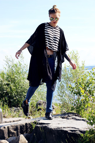 To create an outfit for lunch with friends at the weekend pair a black kimono with blue skinny jeans. Black fringe leather ankle boots will add elegance to an otherwise simple look.