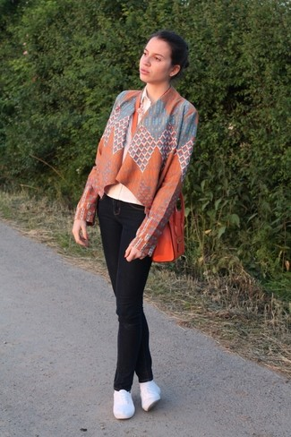 How to wear: orange geometric kimono, beige dress shirt, black skinny jeans, white espadrilles
