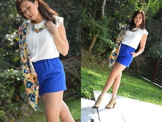 How to wear: blue floral kimono, white silk sleeveless top, blue shorts, beige suede lace-up ankle boots