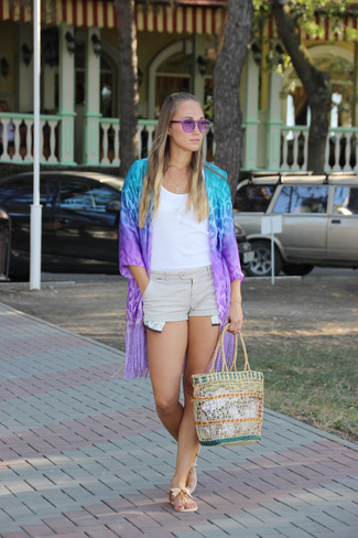 Pairing a purple animal kimono with beige shorts is a comfortable option for running errands in the city. Beige leather thong sandals will contrast beautifully against the rest of the look.