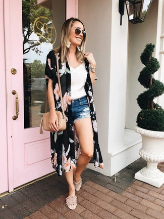 How to Wear Blue Ripped Denim Shorts For Women: This laid-back combination of a black floral kimono and blue ripped denim shorts is extremely easy to put together in no time flat, helping you look chic and prepared for anything without spending too much time searching through your wardrobe. Add a pair of beige suede flat sandals to the mix and the whole outfit will come together.