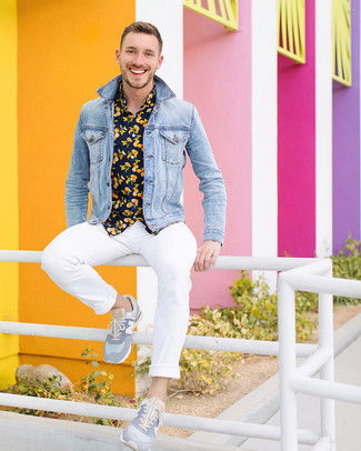 How to wear: light blue denim jacket, navy print short sleeve shirt, white chinos, grey low top sneakers