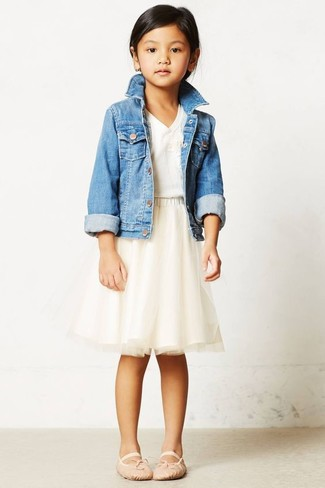 How to Wear a Light Blue Denim Jacket For Girls: Suggest that your daughter wear a light blue denim jacket with a beige tulle skirt for a fun day out at the playground. Beige ballet flats are a good choice to complete this getup.