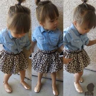 How to wear: light blue denim long sleeve shirt, brown leopard skirt, gold ballet flats