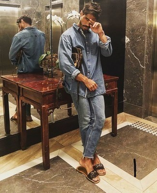 Men's Looks & Outfits: What To Wear In 2020: This combination of a light blue denim shirt and light blue jeans is ridiculously stylish and yet it's casual enough and ready for anything. You can get a little creative in the footwear department and introduce a pair of dark brown leather sandals to this ensemble.