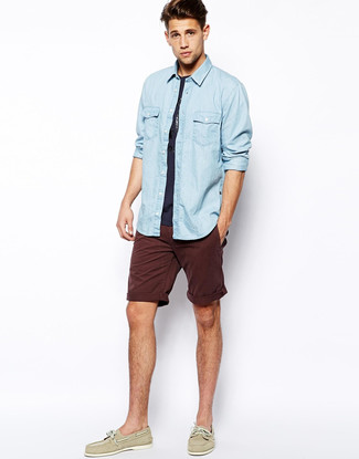 How to wear: light blue denim shirt, navy crew-neck t-shirt, burgundy shorts, beige leather boat shoes