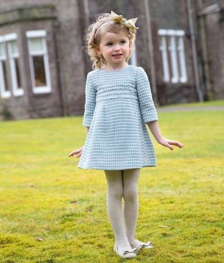 How to wear: light blue dress, beige ballet flats, beige tights