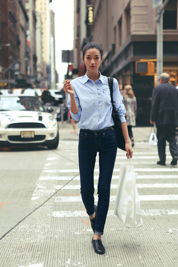 Women 39 s light blue dress shirt navy jeans black loafers Black shirt blue jeans