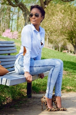 Team a light blue classic shirt with light blue slim jeans to bring out the stylish in you. A pair of tan leopard suede pumps will seamlessly integrate within a variety of outfits.