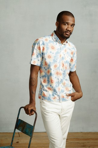 How to wear: light blue floral short sleeve shirt, white chinos