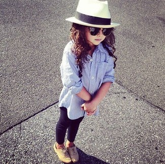 How to Wear Black Leggings For Girls: Suggest that your mini fashionista team a light blue long sleeve shirt with black leggings for a beautiful casual get-up. As far as footwear is concerned, let your child throw in a pair of tan oxford shoes.