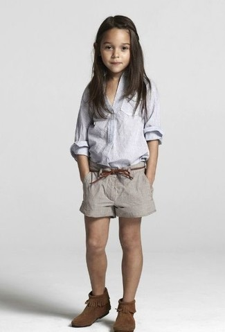 How to Wear Brown Uggs For Girls: Your girl will look extra adorable in a light blue long sleeve shirt and grey shorts. Brown uggs are a wonderful choice to round off this ensemble.