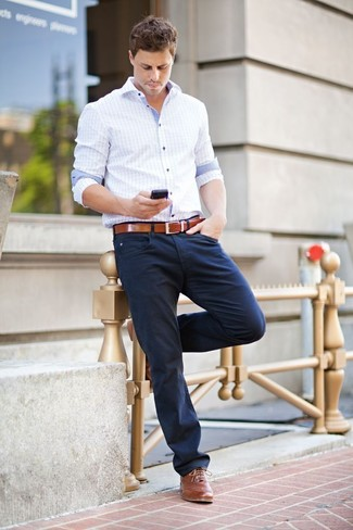 This combination of a baby blue check long sleeve shirt and navy blue casual trousers is perfect for off-duty occasions. Brown leather brogues will add elegance to an otherwise simple look.