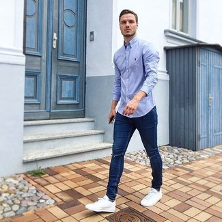 How to wear: light blue long sleeve shirt, navy ripped skinny jeans, white low top sneakers