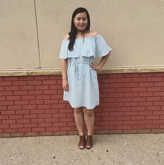 Dress in a light blue off-the-shoulder dress for an unexpectedly cool ensemble. Dark brown sandals will deliver more playfulness to your getup. What an obvious pick for spring and summer!