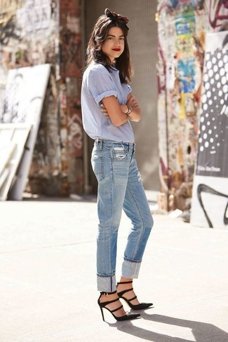 A baby blue short sleeve button down shirt and baby blue ripped boyfriend jeans is a smart combination to add to your casual lineup. Go for a pair of black suede pumps to take things up a notch. You can bet this outfit will become your uniform when hot weather hits.
